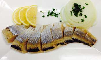 Herring served with potatoes (240 cal.)